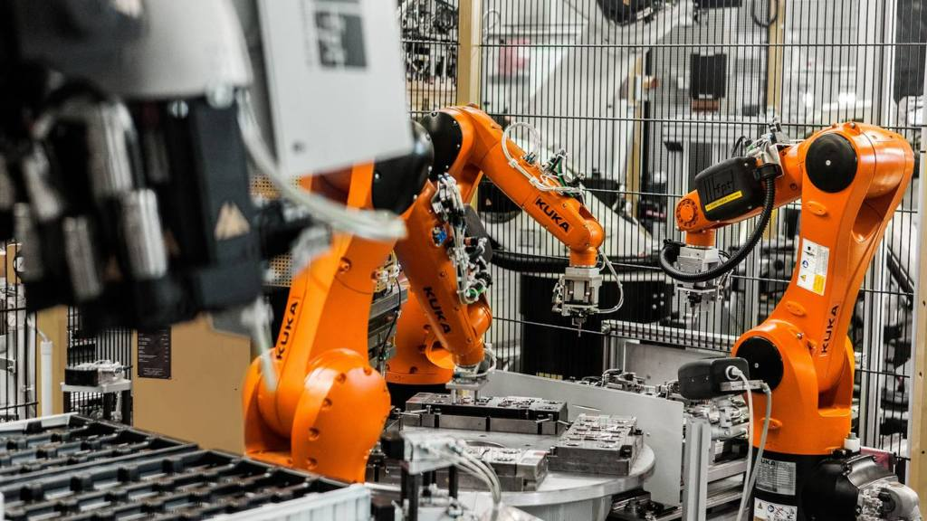 Kuka shows off its robots working in microelectronics