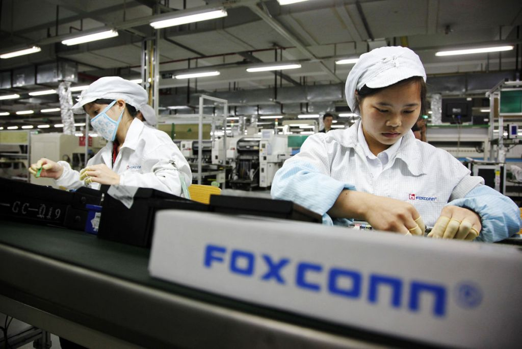 Chinese startup develops industrial robot for Foxconn for smartphone manufacturing