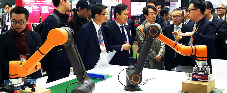Hanwha Techwin shows off its new collaborative robots