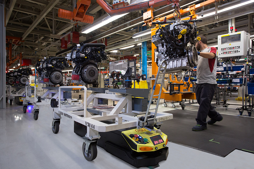 Seat shows off intralogistics robots at Spain factory