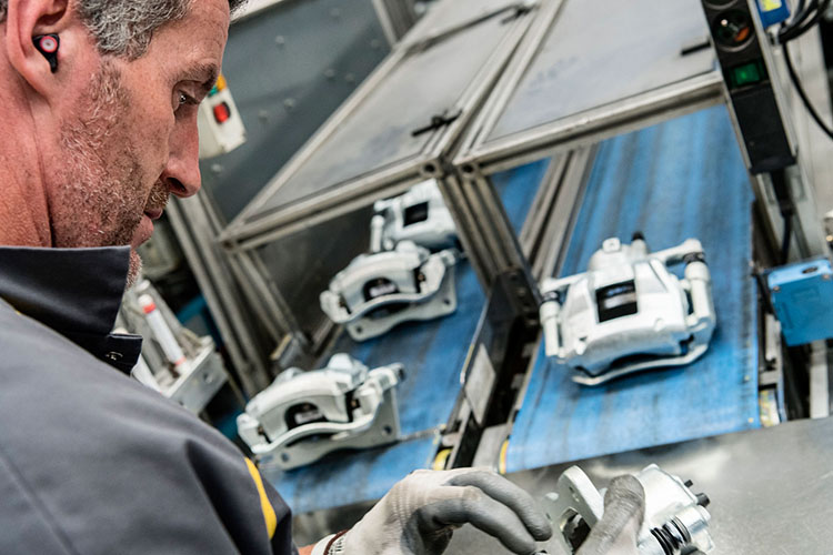 Chassis Brakes predicts changes In automotive brake technology