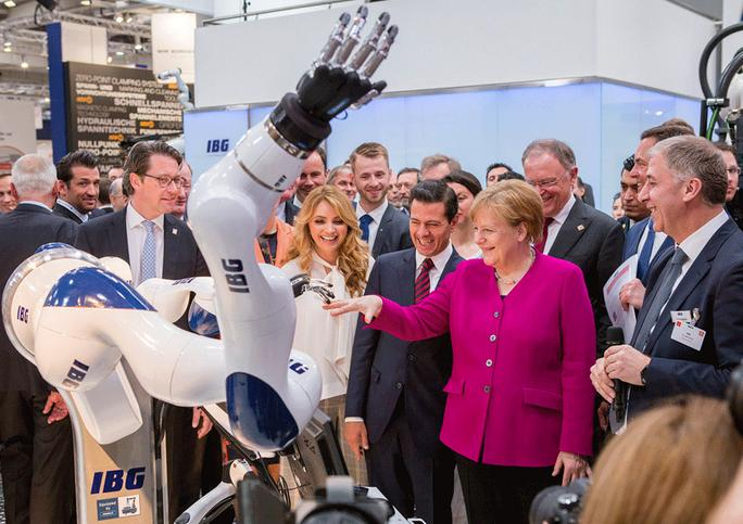 Chancellor Merkel hand in hand with the robot of tomorrow