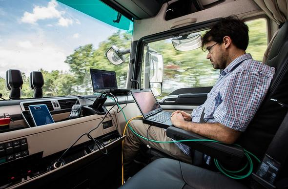 Platooning: practical use of networked truck convoys in Gemany