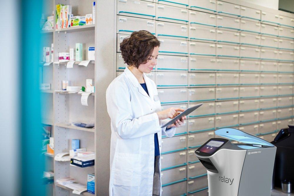 savioke Relay_at_pharmacy