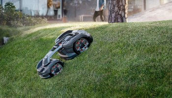 Robotic Lawn Mowers Market To Grow To 1 3 Billion This Year