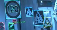 Varningssystem läser vägskyltar och lär sig dina körvanor
