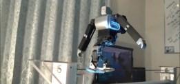 Veckans videor: Robotar går på lina & masserar hår