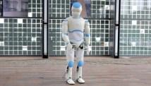Veckans videor: Romeo, robotelefant och gående bord