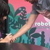 CDMX | Ximena Sariñana ofrece una firma de autógrafos