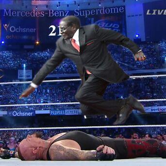 wrestleMugabe #MugabeFalls