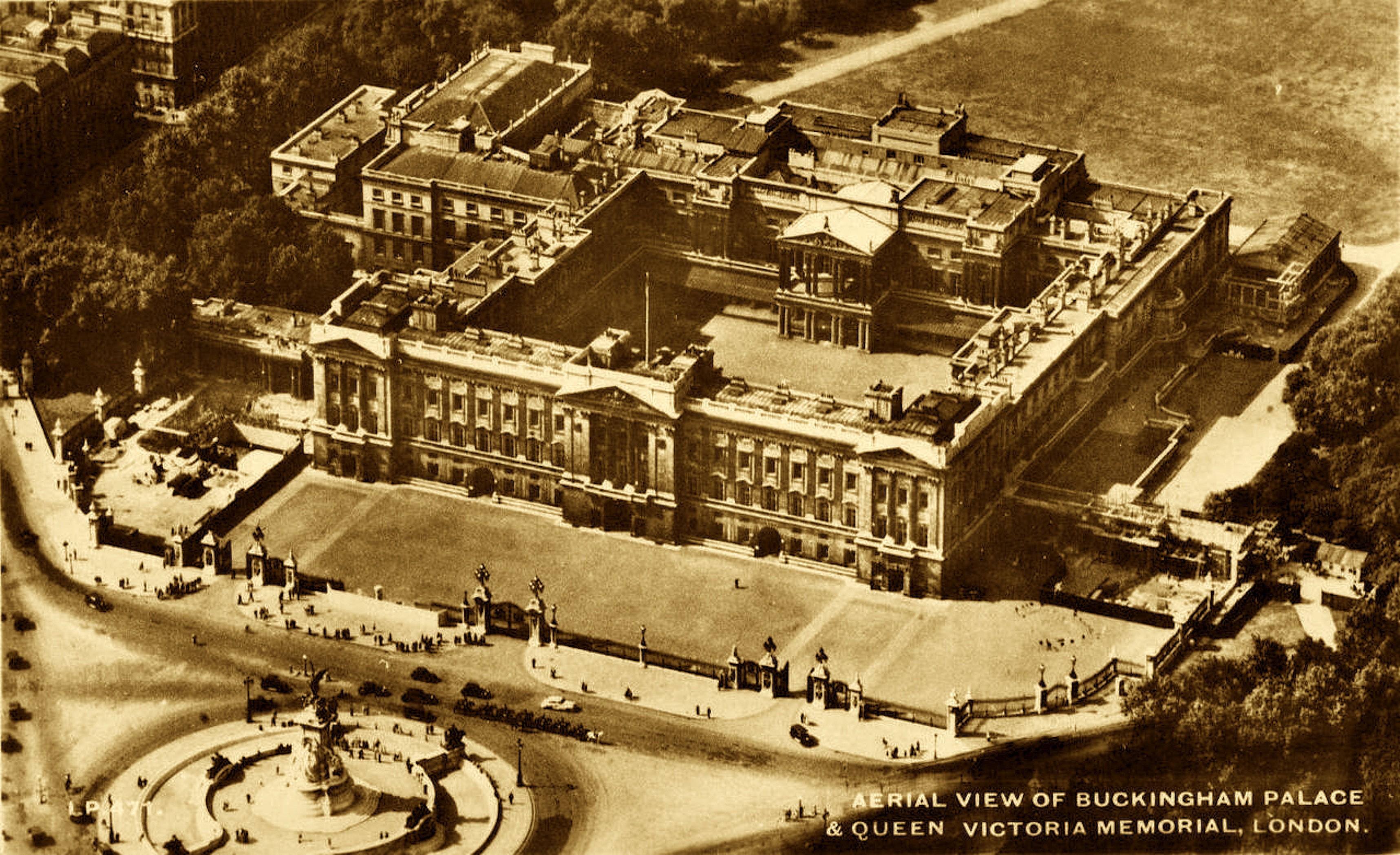 Aerial vieuw of Buckingham Palace & Queen Victoria Memoral, London (foto Zhou Hang Architecture)