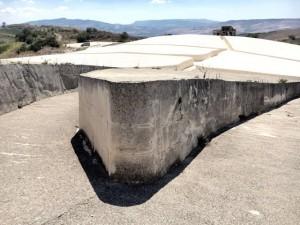 Monument van Alberto Burri bij het door een aardbeving verwoeste dorpje Gibelliana op Sicilië (detail, foto Behoud Blauwe Golven Arnhem)
