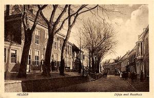 Dijkje met raadhuis Helder (foto Piet Paaltjes Dichter-dominee 1835-1894)