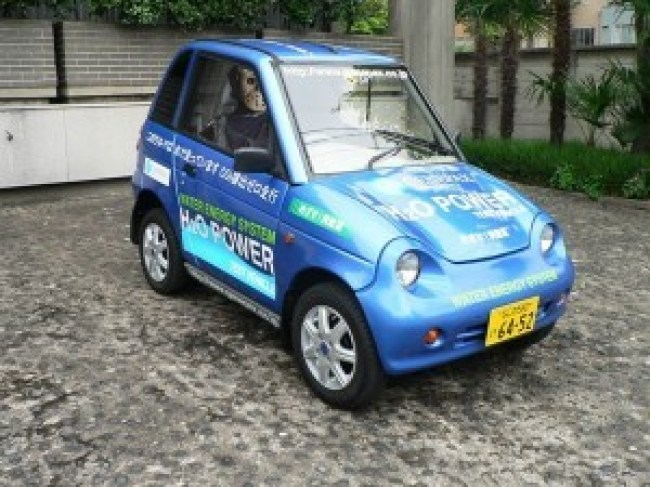 Genepax, a Japanese car that can drive at 50km:h for an hour on a liter of water (foto Before It's News)