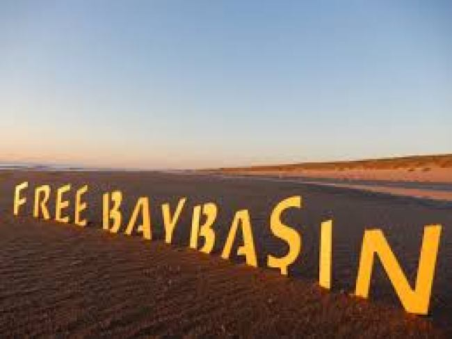 Free Baybasin (foto Truth Hits Everybody: Twitter)
