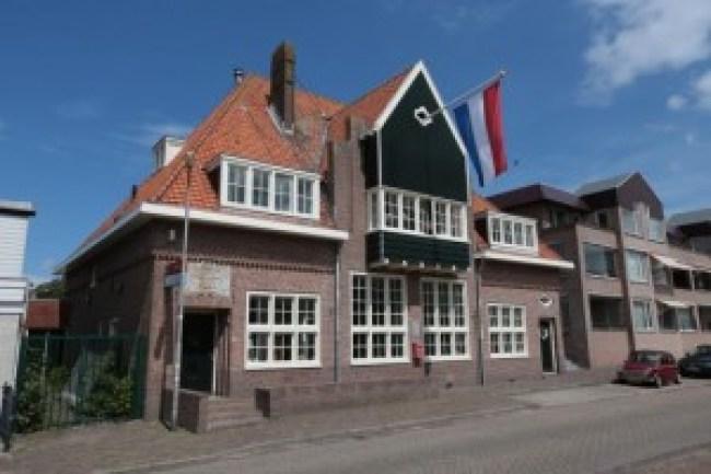 Het monumentale oude postkantoor in Hippolytushoef (foto Kenneth Stamp)