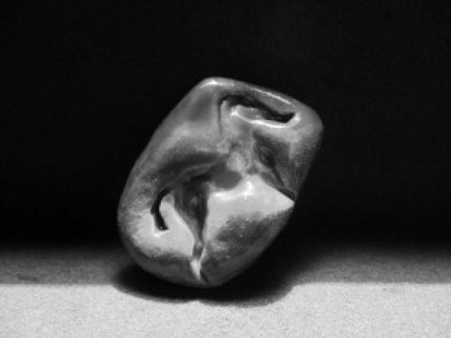 Amulet geslepen uit rode kwarts met beeltenis van een paard, ca. 1800 v. Ch.