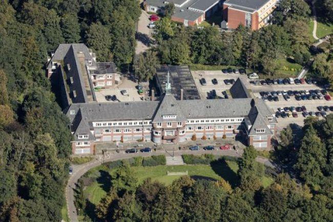 De huidige situatie rond Huize Westerlicht, aan de linkerkant komt de aanrit naar de spoedeisende hulp (foto Hans van Weel)
