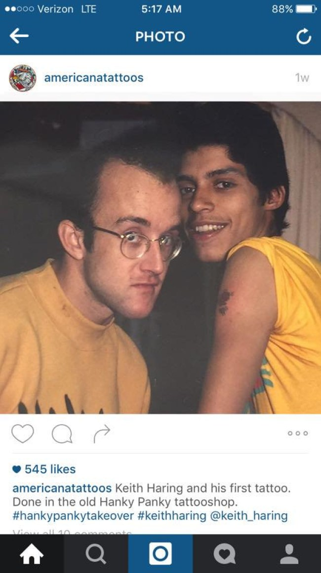 Keith Haring with Benny Soto getting a Keith Haring tattoo in the old Henk Schiffmacher shop (foto Patricia Steur)