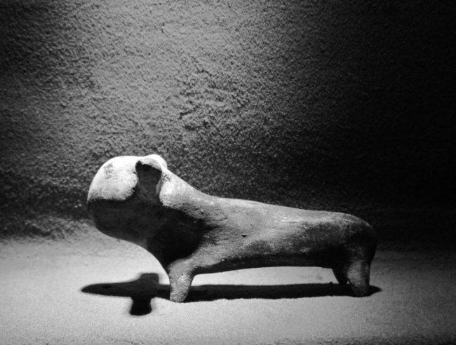Stenen beeldje van een bizon, ca. 1000 v. Ch