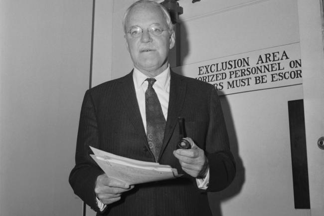 Allen W.Dulles, director of the Central Intelligence Agency at an executive session of the Joint Congressional Atomic Energy Committee (foto Bettmann)
