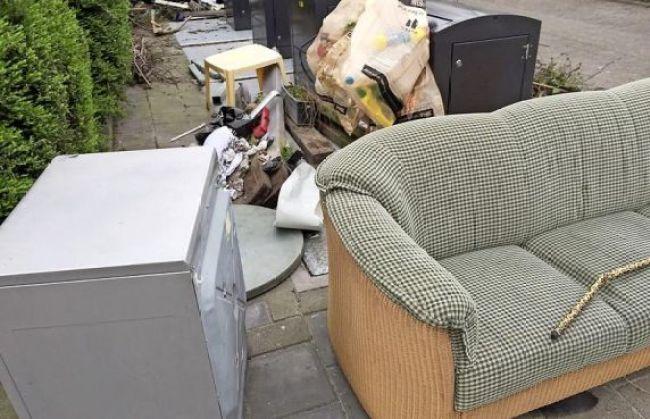 Het moet afgelopen zijn met het illegaal dumpen van afval in Den Helder, vindt de gemeente.(foto Petra Bies)