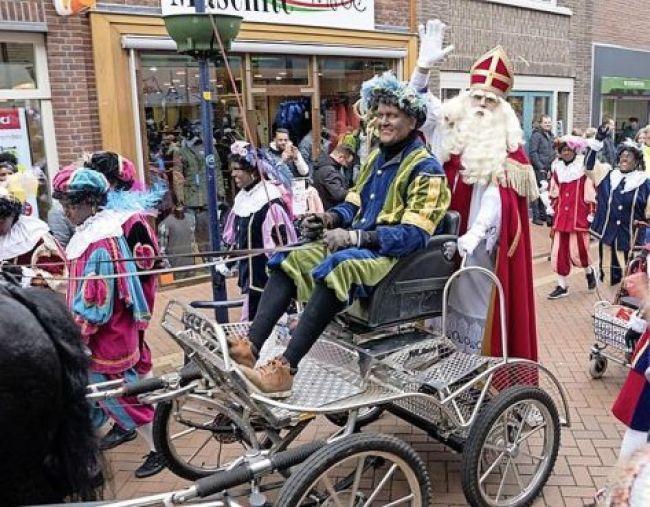 Sinterklaas tijdens de intocht van dit jaar in Den Helder (foto HOB)