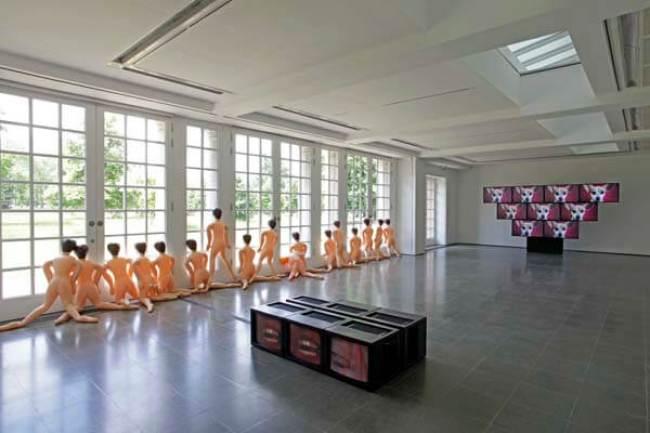 Elaine Sturtevant - Sex Dolls, 2011, installation view, Sturtevant - Leaps Jumps and Bumps, 2013 (foto Jerry Hardman-Jones:Serpentine Gallery)