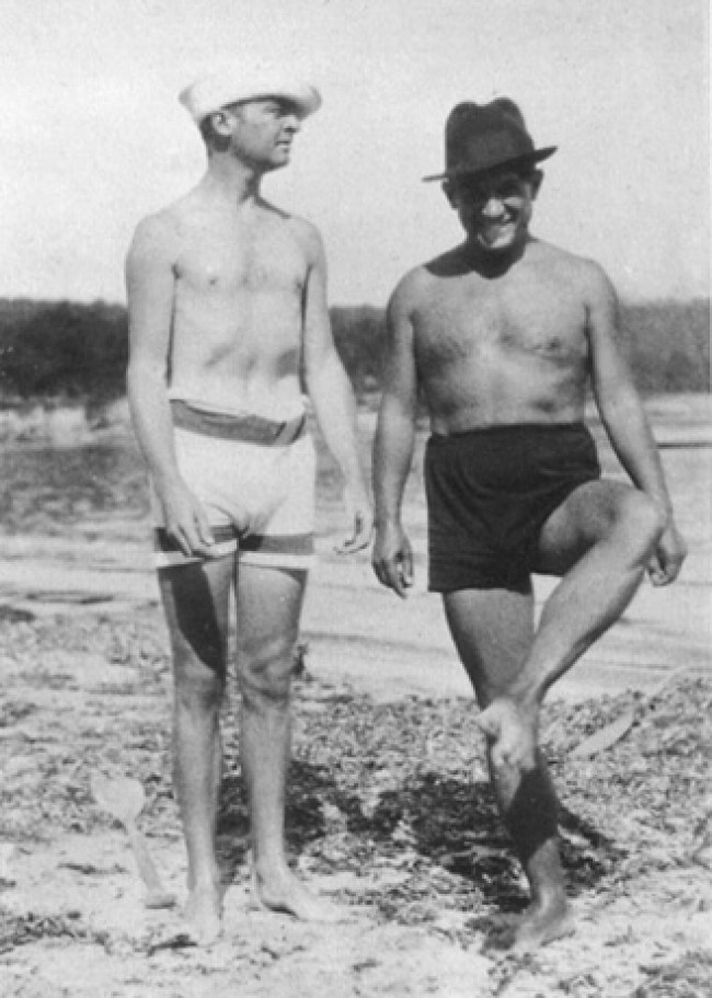 Gerald Murphy and Pablo Picasso, La Garoupe beach, Antibes, July 1923 (foto art.com)