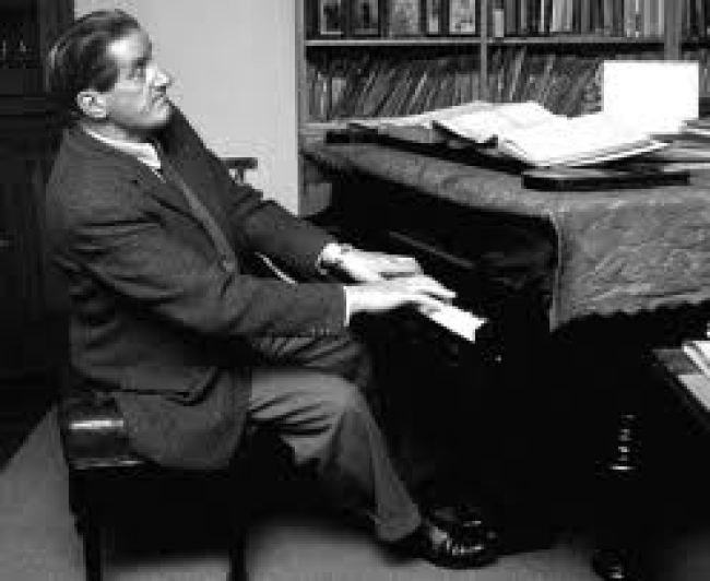 Hanfstaengl with his piano (foto Henry Makov)