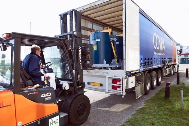 Laag radioactief afval wordt getransporteerd naar Zeeland (foto Hein van den Heuvel)