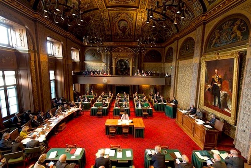 De Eerste Kamer van de Staten-Generaal – aan het werk (foto staten-generaal.nl)