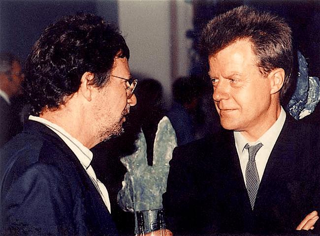 Eckhard Schneider (rechts), Direktor des Kunstvereins Hannover, im Gespräch mit Gerd Grabenhorst (links) (foto Kunstforum International)