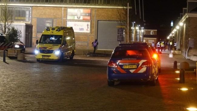 Hulpdiensten ter plekke op Willemsoord na het steekincident zondagochtend vroeg (foto GLOBALMedia)