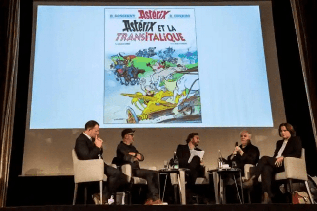 French cartoonist Didier Conrad (second from left) and French writer and designer Jean-Yves Ferri (second from right) at a Paris press conference about the comic's release (foto AFP)