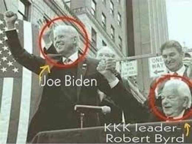 Joe Biden with KKK leader Robert Byrd (foto Facebook)