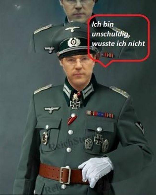 Rutte als Nazi (foto OXO Axioma)