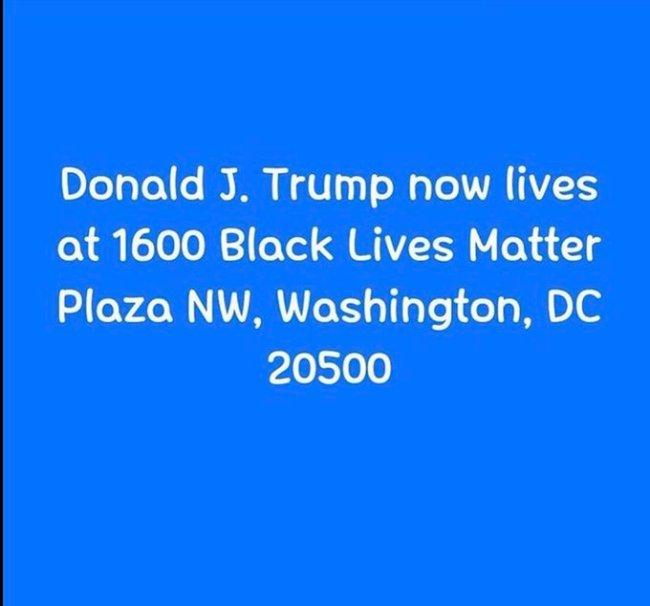 Donald J Trump now lives at 1600 Black Lives Matter Plaza NW, Washington, DC (foto Twitter)