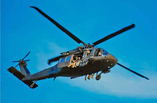 Elite FBI force's helicopters over fly Washington DC (foto What Does It Mean)