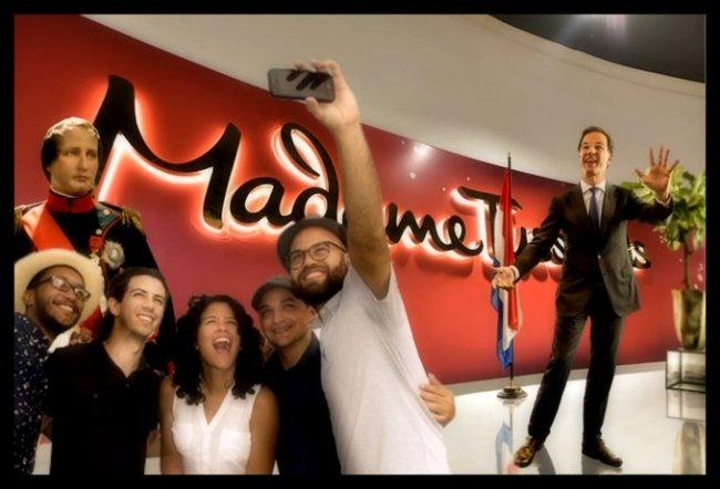 Mark Rutte bij Madame Tussaud (foto Twitter)