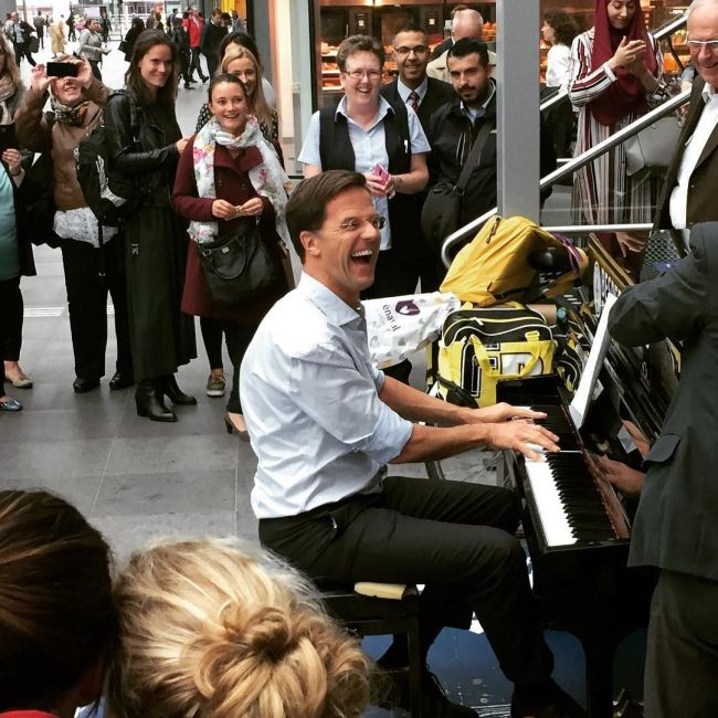 Mark Rutte in concert (foto Pinterest)
