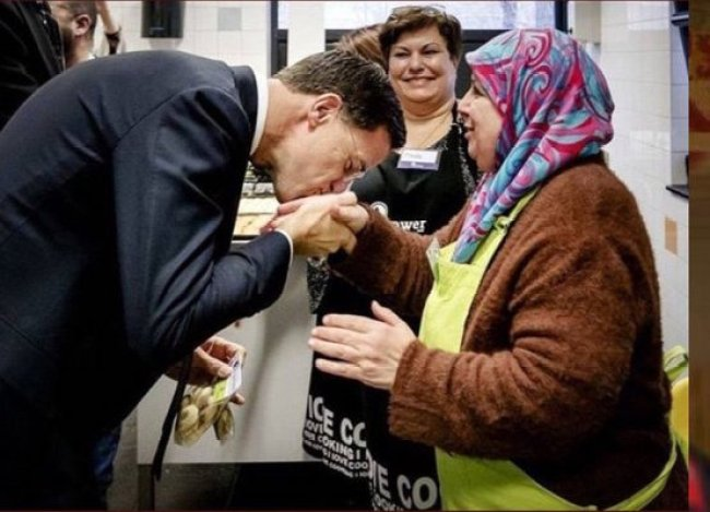 The kiss of Mark Rutte (foto Twitter)