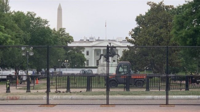 White House fenced off (foto Twitter)
