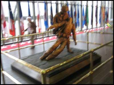 2009-0406-wltrrd-statue