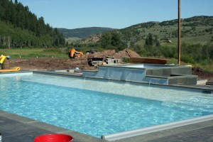 Swimming Pool Stone Decking Dark Blue Pool Finish Stone Coping Automatic Cover Water Feature Therapy Spa Raised Hot Tub