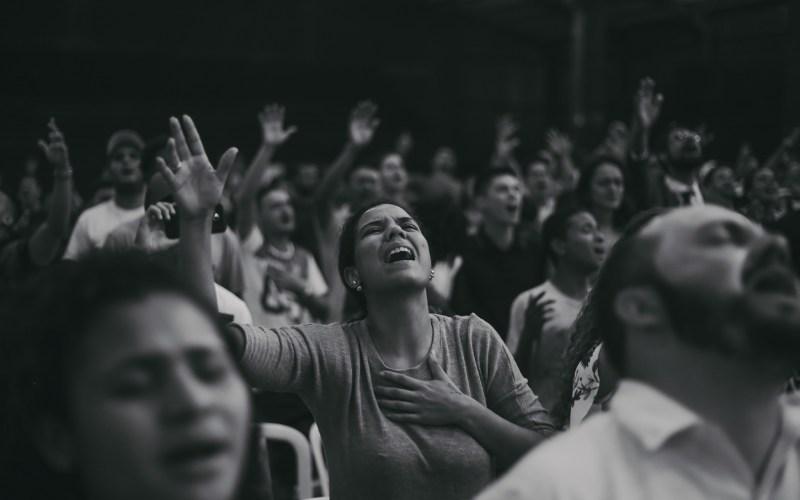 Não deixe que o inimigo te afaste da comunhão com Deus