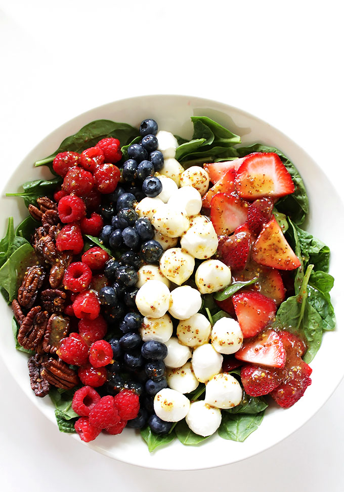 Berry Spinach Salad with honey mustard vinniagrette. The perfect salad for summertime. Super easy to make. #vegetarian #glutenfree #salad