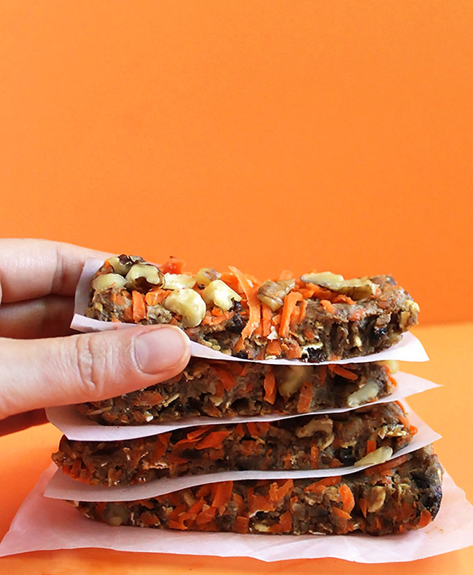 Carrot Cake Granola Bars. So simple and easy to make. Tastes like carrot cake, only way healthier. #vegan #glutenfree | robusterecipes.com
