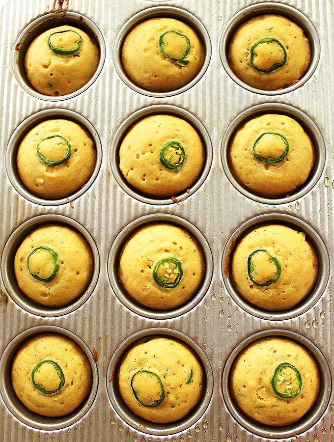 Gluten Free Jalapeno Cornbread Muffins. Spicy and sweet combo. Easy to make. Delicious! #glutenfree #recipe | robustrecipes.com
