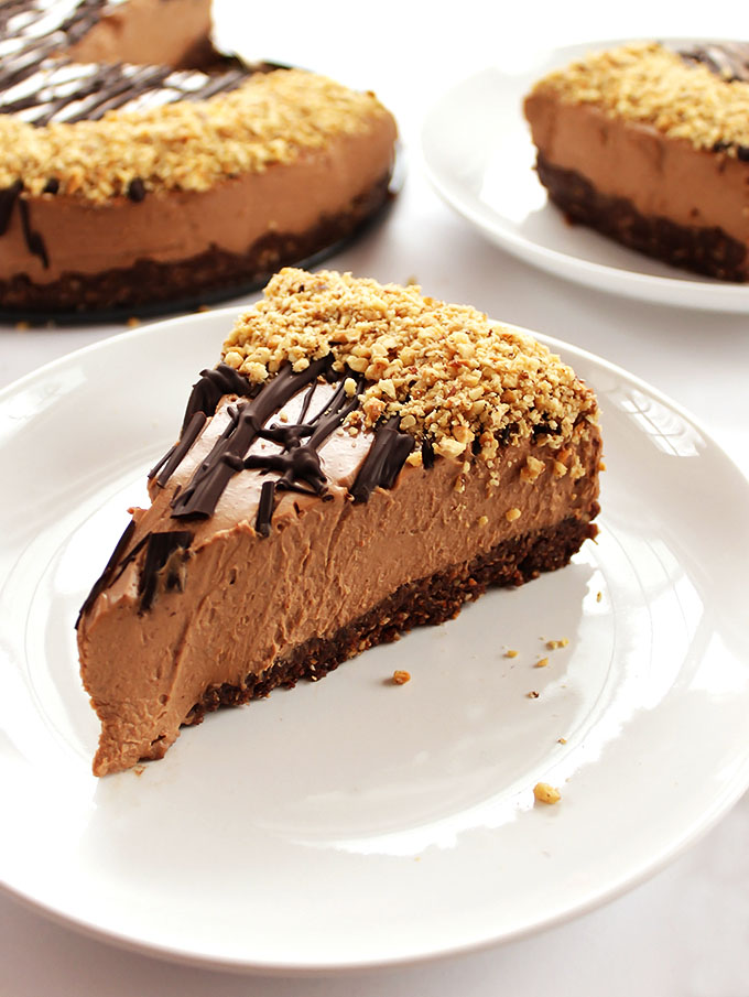 No Bake Nutella Cheesecake - Rich chocolate + hazelnuts with a gluten free crust. We LOVE this recipe for a special occasion! | robustrecipes.com